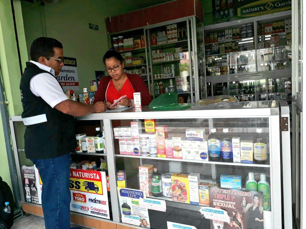 #ArcsaTeCuida | Los establecimientos que expenden productos naturales dentro del cantón #ElTriunfo, en #Guayas, son controlados por analista técnico de #Arcsa con el objetivo de verificar la correcta publicidad de los beneficios de cada artículo.pic.twitter.com/dIqtSM3HtH
