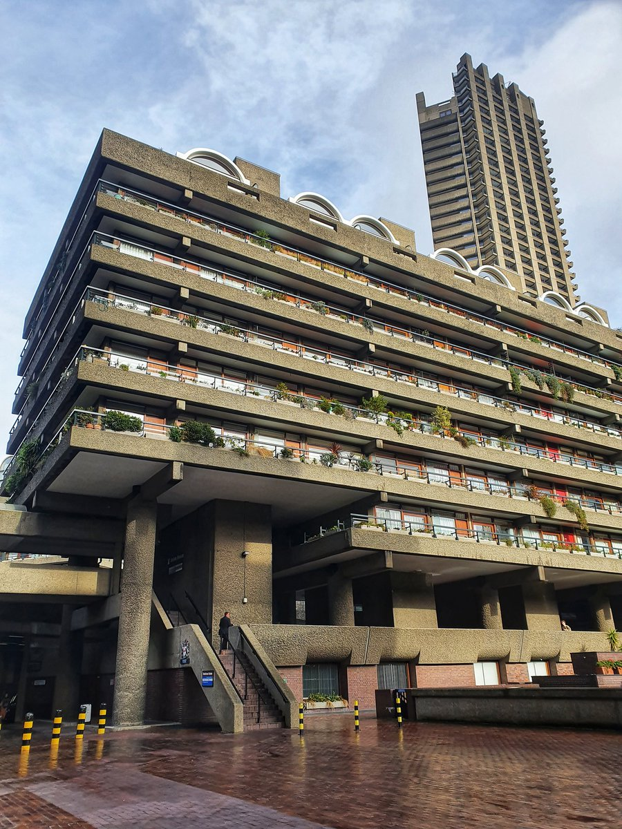 After two months it's finally mine - I'm now a resident of the Barbican #barbican #cityoflondon #barbicanestate #londonpic.twitter.com/qSF0bOZK7L