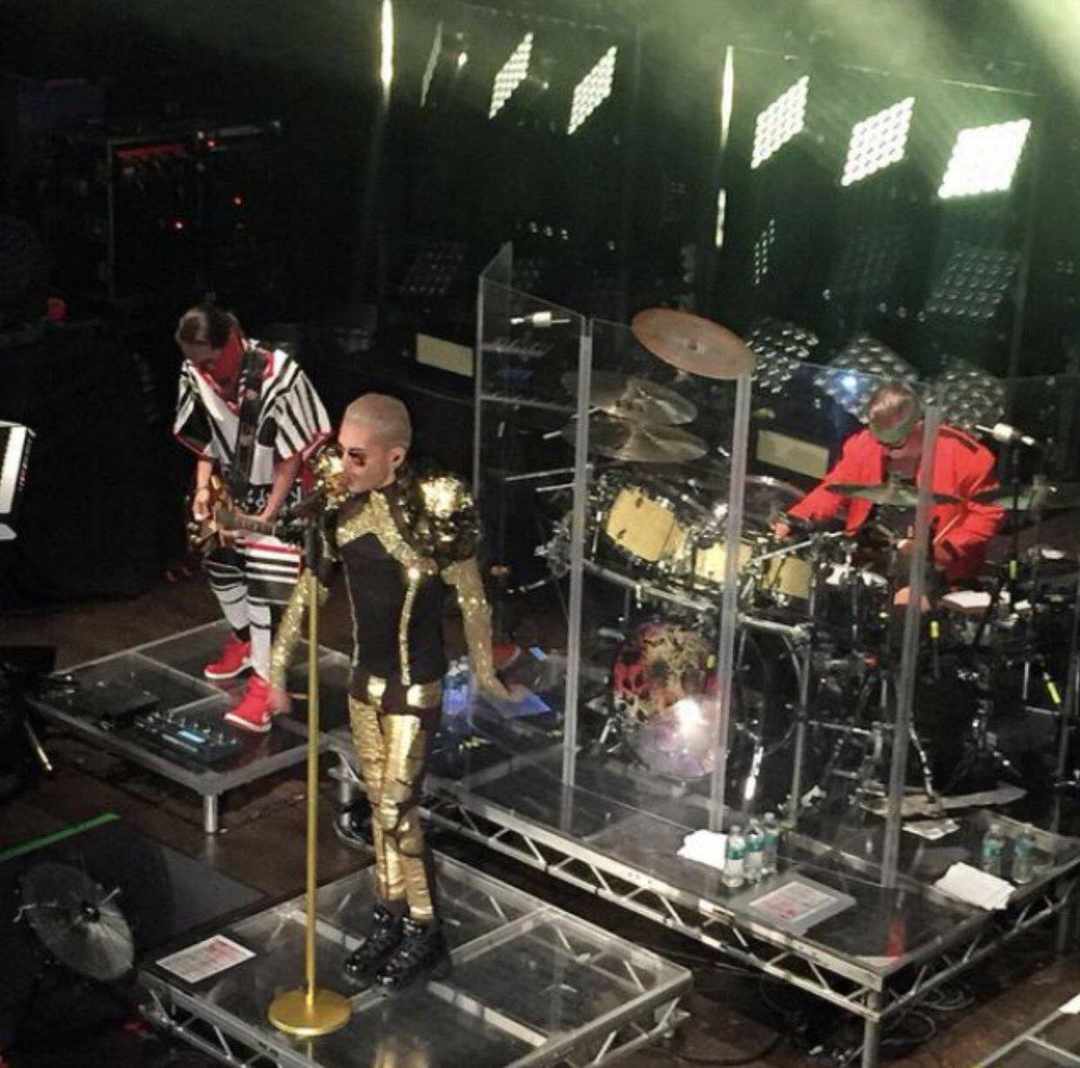 Konzertfoto von der Feel it all Tour!  Concertpic from The Feel it all Tour! #billkaulitz #konzertfoto #concertpic #feelitall #worldtour #tokiohotel #liveonstagepic.twitter.com/ypmmxtF8F2