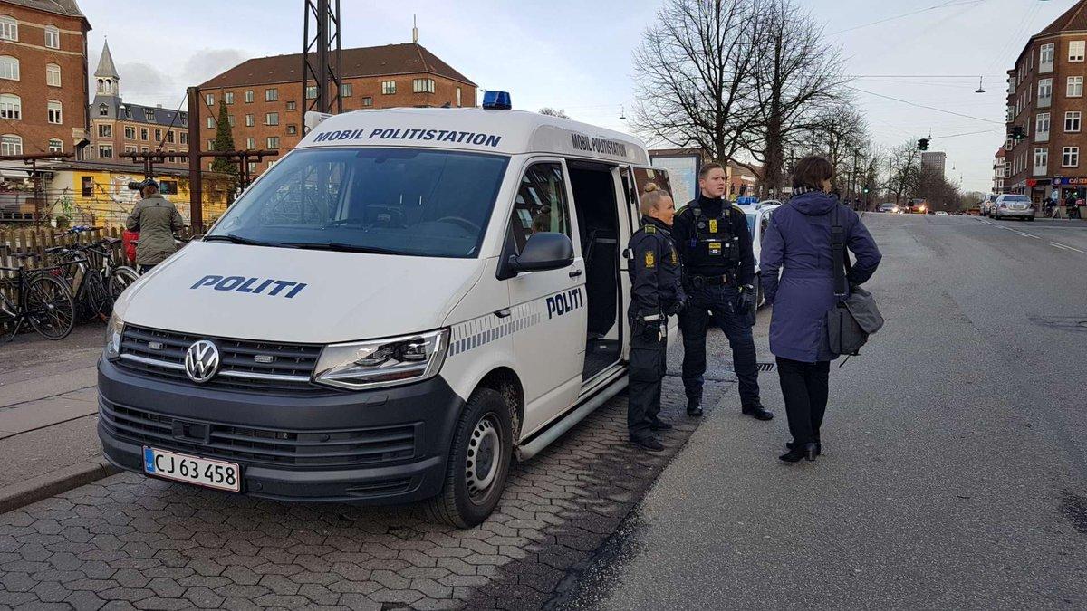 Vi er på Lyshøjgårdsvej i Valby frem til kl. 17, hvor man kan henvende sig, hvis man har set eller hørt noget ifm. en mindre eksplosion omkring kl. 01.30 i nat #politidk https://t.co/PRzYhs5p3k