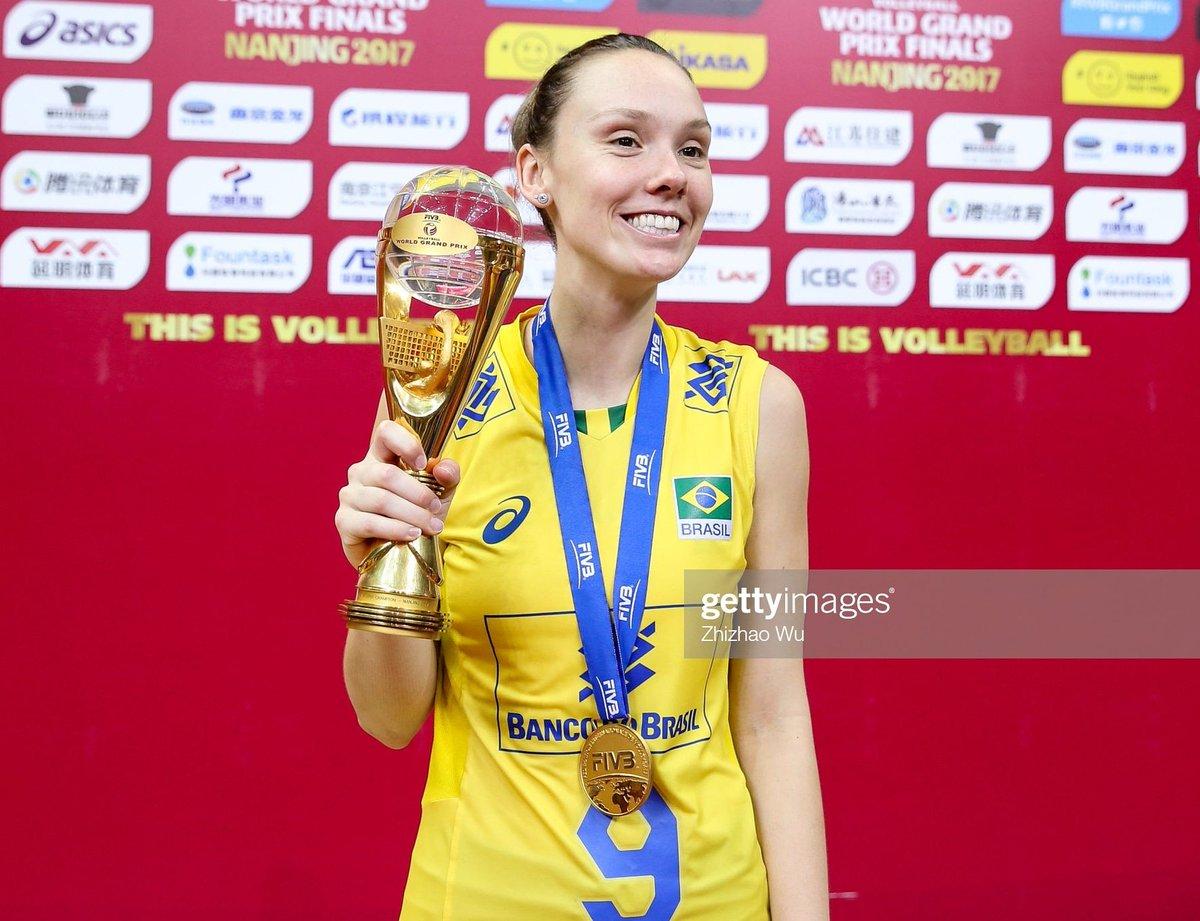 #TBT Título do Grand Prix 2017 .  :@gettyimages  #robertaratzke #grandprix #volleyballplayer #2017 #brasil #nanjingpic.twitter.com/KivJGaopEq