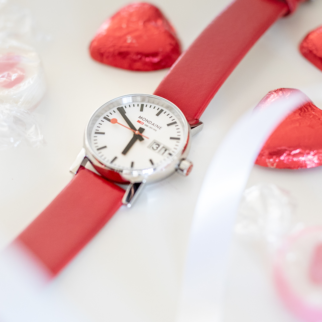 Happy Valentine's Day! 💕🌹 #Win a treat for yourself or your loved one with this Mondaine watch worth £219! Just follow, like & RT to be in with a chance!   #Competition ends 21st Feb 2020  #ValentinesDay2020 #FreebieFriday #FridayFeeling #Love