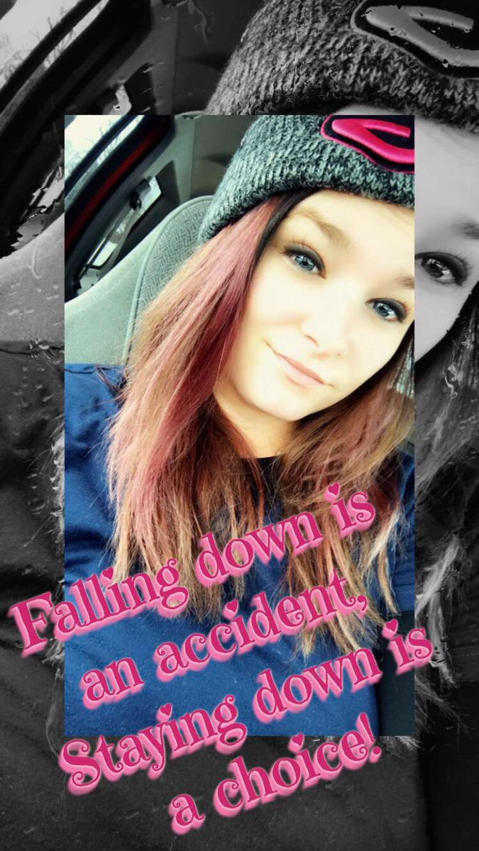 Falling down is an accident, staying down now that's a choice! #greenbaypackers  #coloredhair #tatted #blueeyedbeauty #carselfies Yea I'm Cute pic.twitter.com/n8ovVK2cYC