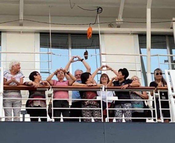 Cruise ship - không nước nào cho cập cảng EQqtXKVUwAABKBN?format=jpg&name=small