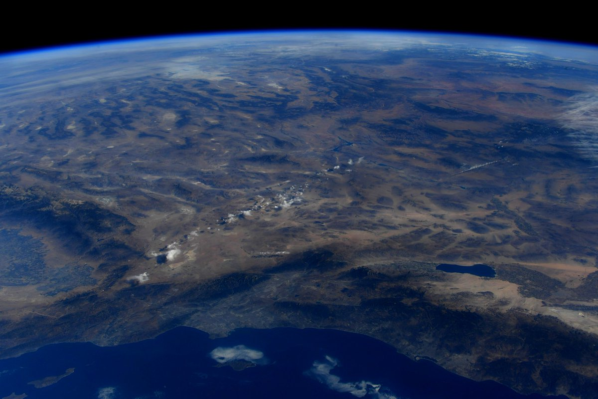 Excited to speak with elementary students from @AVUSD today! Here's a photo I took of SoCal & a close up view of the Victor Valley area—this was my home as a young grade school student from 1986-1989. Join us on @NASA TV today at 12:20pm CT: http://nasa.gov/live#STEMonStation