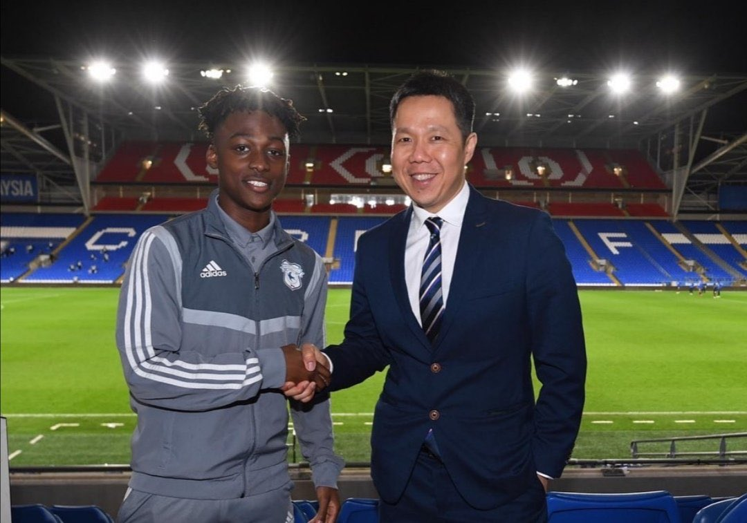 City youngster Ntazana Mayembe has signed a professional contract with Cardiff. Great news. <br>http://pic.twitter.com/tsXJaXJ38r