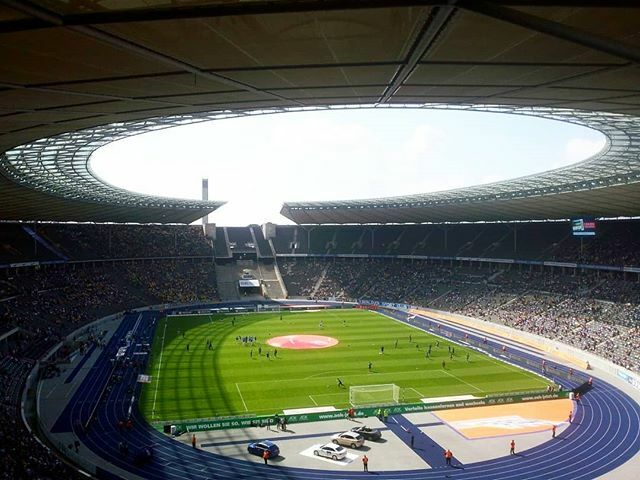 Throwback: Hertha BSC - Eintracht Braunschweig  #throwbackthursday #throwback #tbt #hertha #herthabsc #herthaBerlin #olympiastadion #berlin #berlinstagram #igersberlin #groundhopping #instabalti #thechickenbaltichronicles #deutschland #igersdeutschland https://ift.tt/2HxDACFpic.twitter.com/TLGABW4Dze
