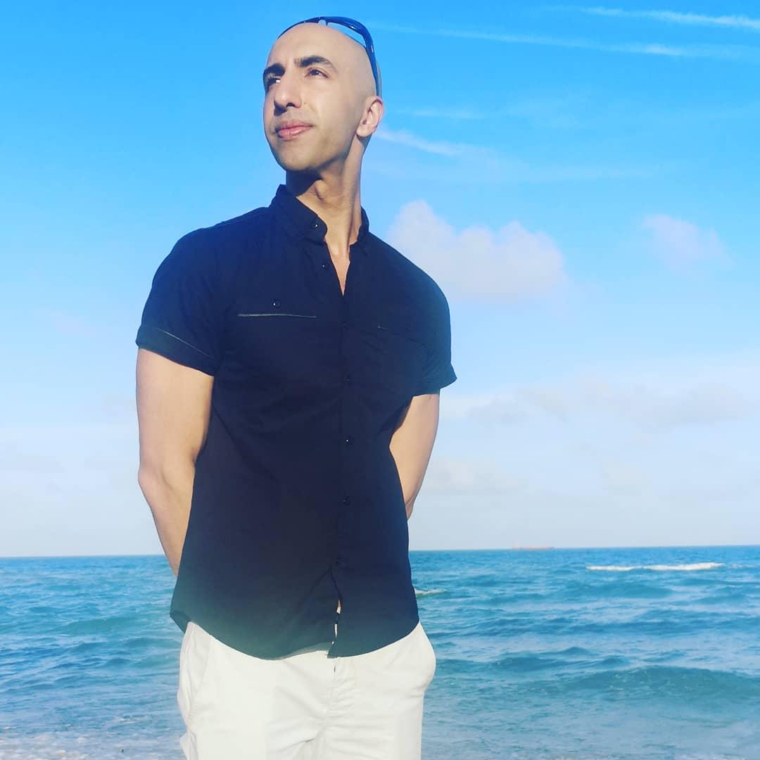 Follow the energy  #blackandwhiteuniverse #blackandwhite #travelphotography #miami #travel #florida  #stayfit  #mirror #summer #energy #beachvolleyball #vitamind #summerinwinter#keeppunchingpic.twitter.com/g1jqkEPaz9