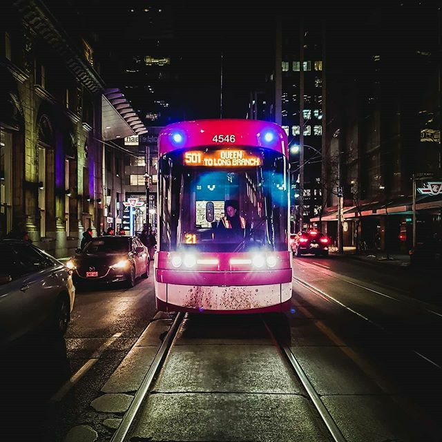 STREETCAR!!! . . . #streetsoftoronto #streetcar #ttcjourney #torontotransit #viewsfromthe6 #curiocityto #weownthenight_to #blogto #narcitytoronto #visualtoronto #imagesofcanada #tourcanada #torontoclx #torontoforyou #exploretocreate #explorecanada #artof… https://ift.tt/2Sq3Nchpic.twitter.com/u4MjKjxrUS
