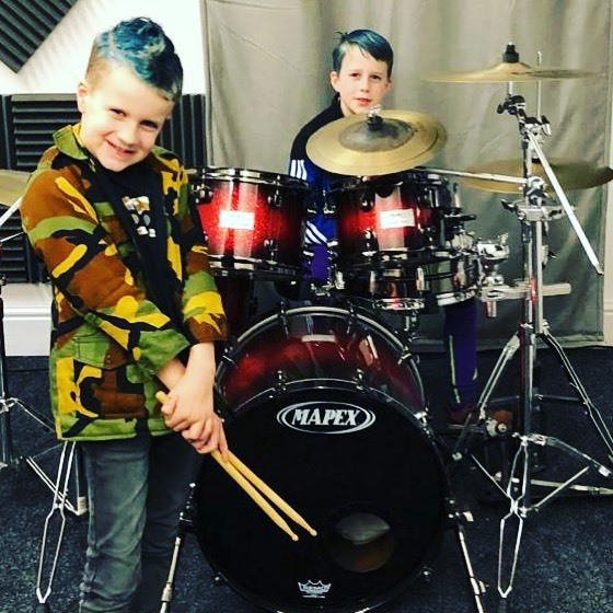 Rockstar day at school today!  and what better than to finish it off with a drum lesson . . . . . #drums #drummersofinstagram #drummerboy #drumslife #drumset #drumsdaily #beats #groove #drumlessons #practicemakesperfect #stokeontrent #staffsmusichubpic.twitter.com/GkreBWkmps
