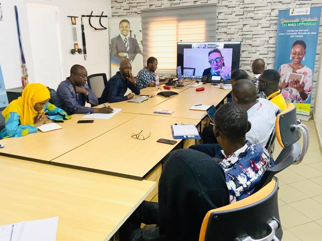 Aujourd'hui nous avons tenu une visioconférence avec Karim Rahhaoui et Badji Sisssoko depuis de notre Bureau de Toulouse et du Niger pour déployer des stratégies innovantes sur les nouveaux projets à venir. #Famib #KeepConnected