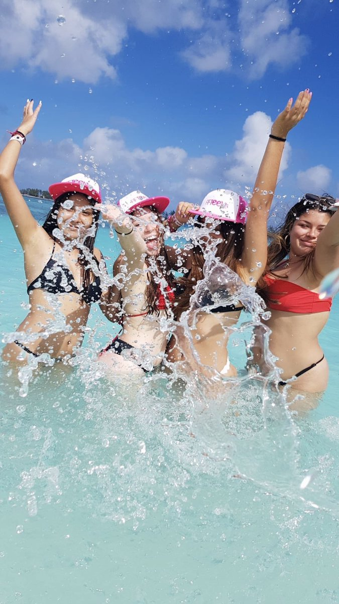 Mood: Disfrutando con amigxs #Nassau nos tenés así #SomosFifteens #ElViajeDeTuVida #FifteensFebrero2020pic.twitter.com/iXGvT7pS7b