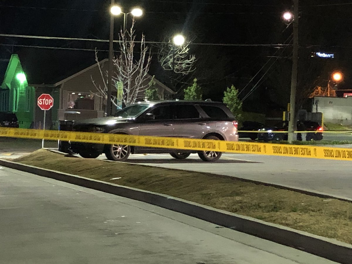 BREAKING: Man shot during attempted slider crime at QT on Howell Mill in Atlanta, according to police