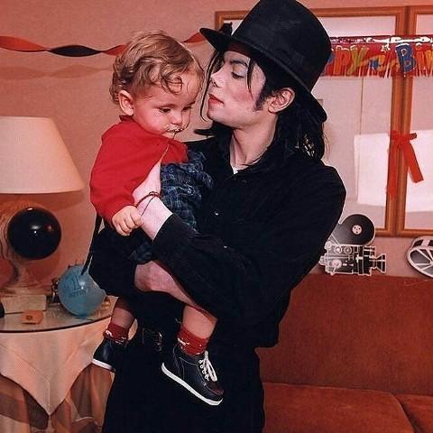 Hoje Prince Jackson, filho mais velho de Michael, está fazendo aniversário!  Happy Birthday, Prince