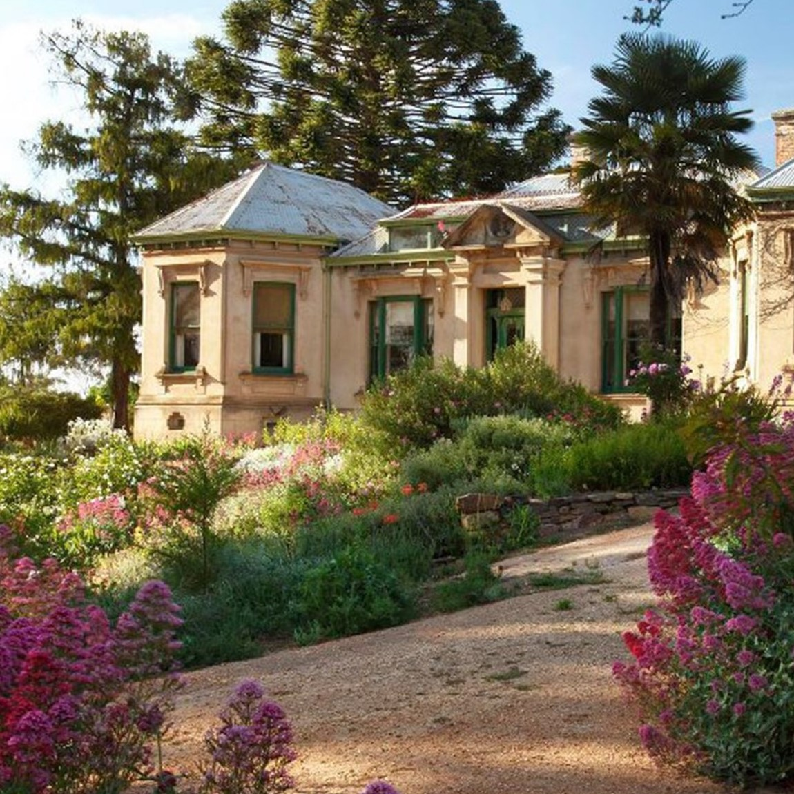 test Twitter Media - Just some of the most romantic spots around Victoria:  ❤️ Peninsula Hot Springs on the Mornington Peninsula  ❤️ Buda Historic Home and Garden in Castlemaine https://t.co/yRSmY81VTv