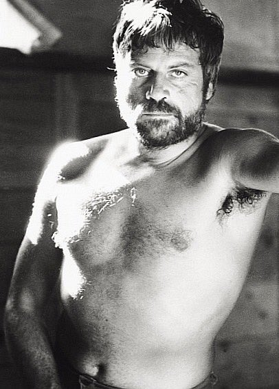 Happy birthday, Oliver Reed, the greatest of the old Hollywood scoundrels. He would ve been 82 today.