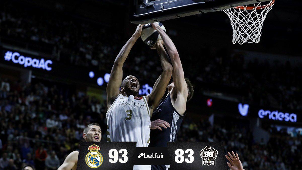 👏🏆 ¡Estamos en semifinales! El sábado nos mediremos al @valenciabasket por un puesto en la final de la #CopaACB.  #HalaMadrid | #RMBaloncesto