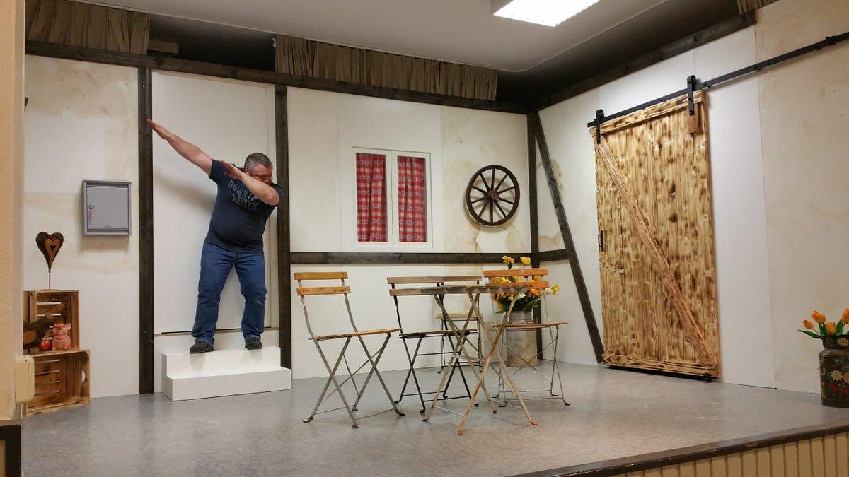 Es macht so viel Spaß für unseren Theaterverein Bühne und Technik zu machen.... pic.twitter.com/bHyNfZFehp