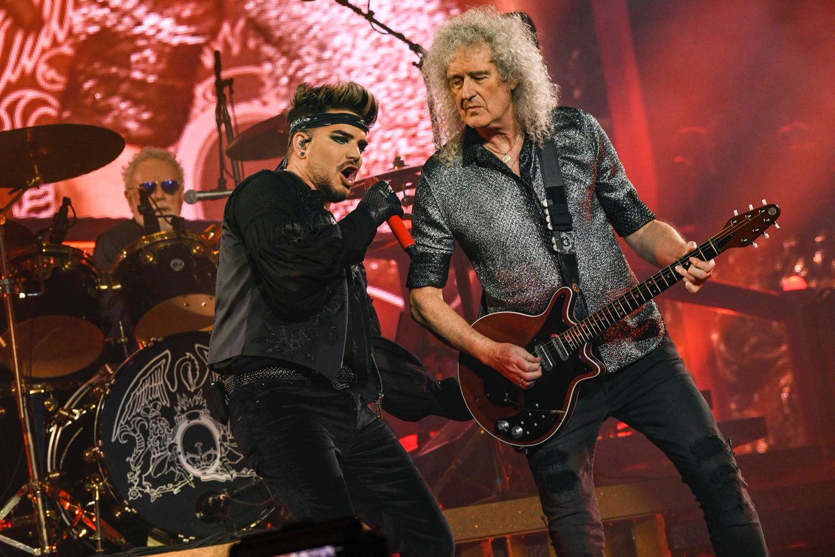 🇦🇺Australia! Queen + @adamlambert will be playing Fire Fight Australia Benefit Concert at 8.10pm AEDT/ 9.10am GMT/ 1.10am PST 🧡 Fans can follow the event @FireFightAU #FireFightAustralia Fans can donate anytime at: firefightaustralia.com 📸Credit: Teppei Kishida