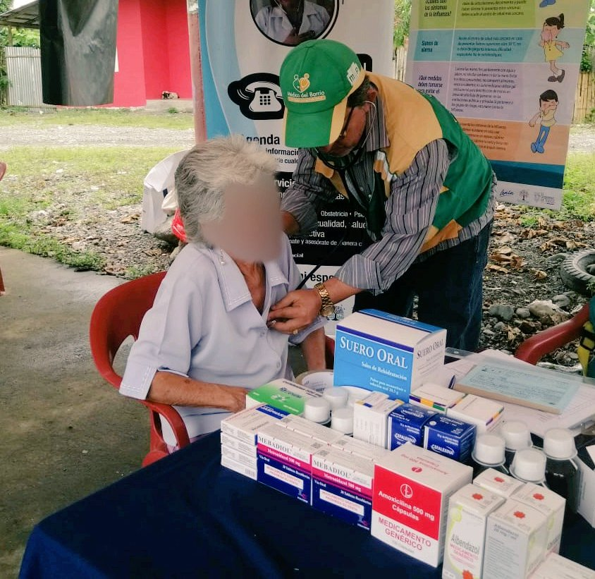 En sector rural El Guabito de #ElTriunfo, el #MédicoDelBarrio a través de las #BrigadasTodaUnaVida, brinda servicios de salud en vacunación, medicina y odontología de forma integral. Además informa a la comunidad la importancia del #LavadoDeManos para prevenir el #Coronavirus.pic.twitter.com/88Li7EBDg5