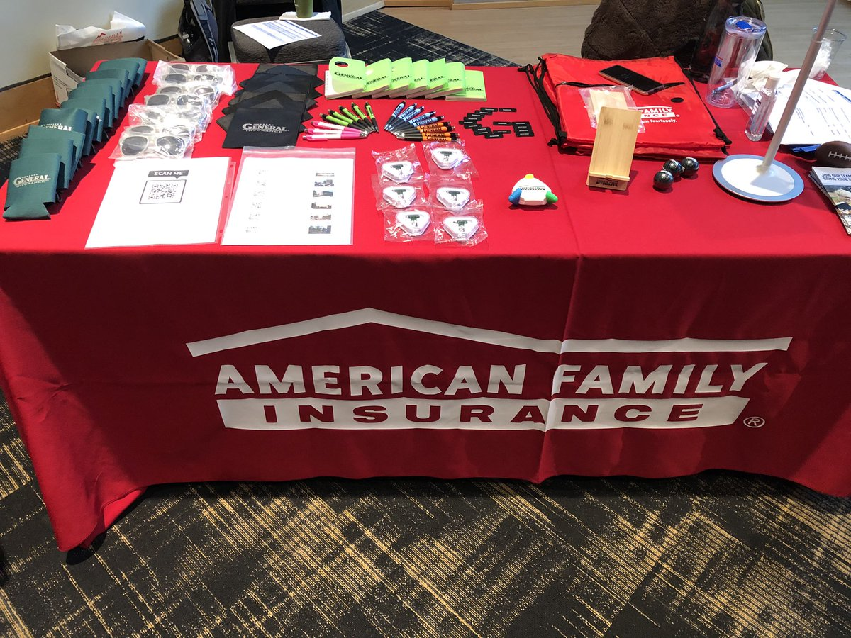 We're at the @VanderbiltU Career Fair with @CallieAmfam from @amfam and @thestatsnerd from @TheGeneralAuto.  Come say hi!