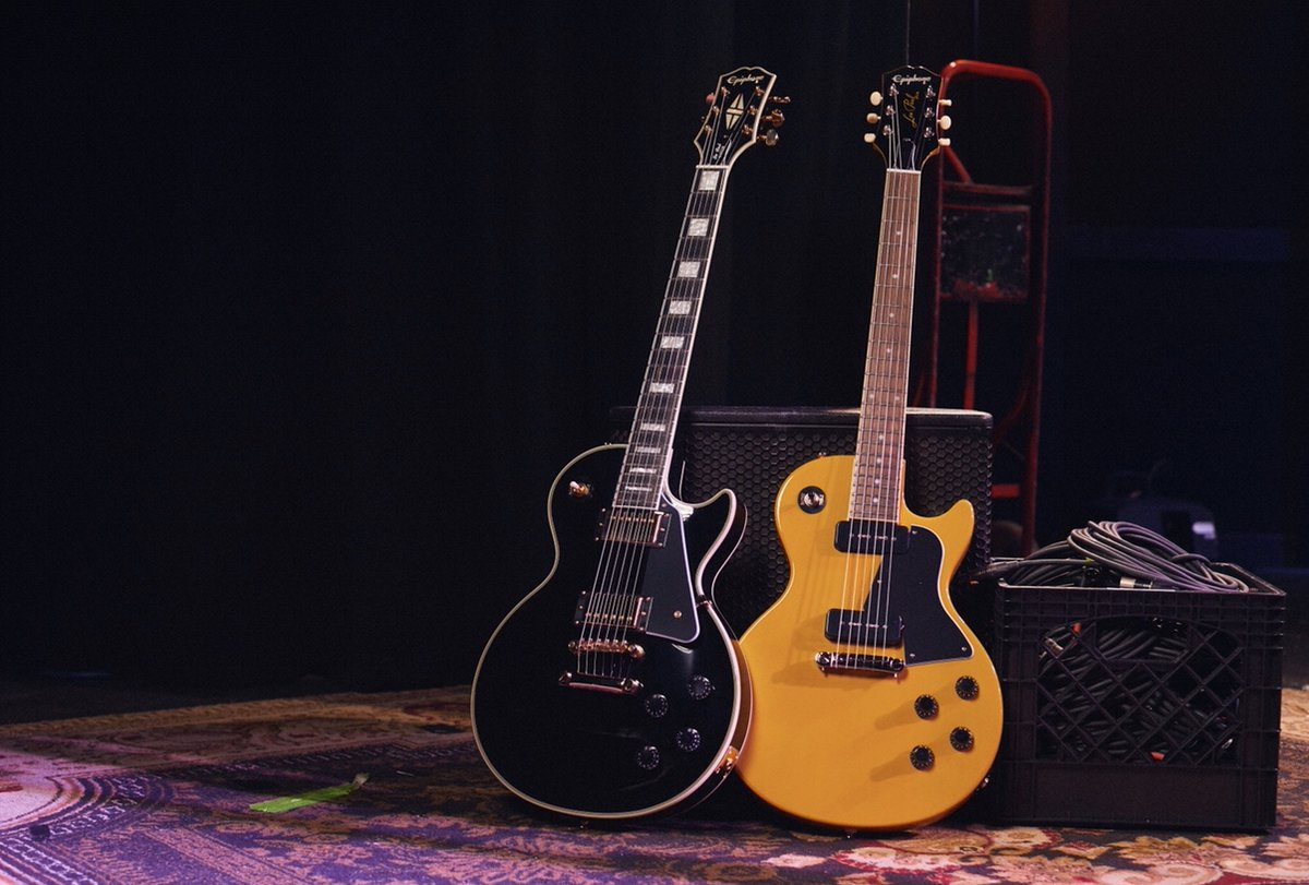 Black and Yellow #epiphone #foreverystage #inspiredbygibson pic.twitter.com/kbLOjvxOEJ