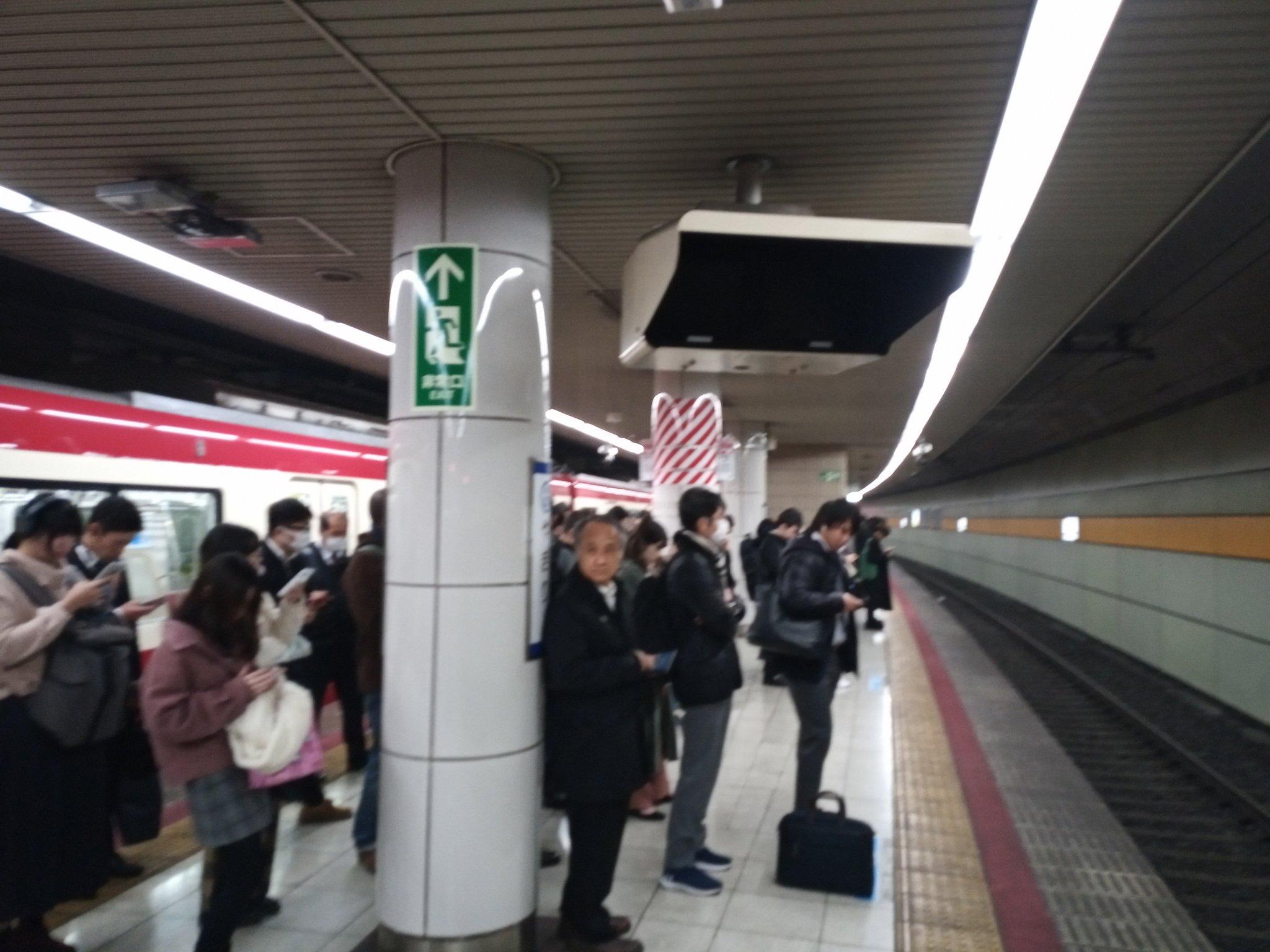 画像,矢切駅からは結局新鎌ヶ谷で乗り換えた各停に乗車矢切駅東松戸方には飛び散ったフロントガラスがホームに散乱していてなんとも言えない気持ちになりました。 https:…