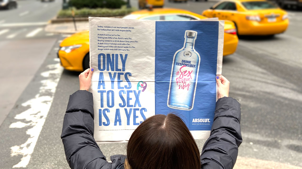 This Valentine's Day 💕, let's be clear about one thing. Only a yes to sex is a Yes.   RT this post today (2/14), and Absolut will donate $1 to @RAINN   Drink Responsibly. #SexResponsibly   For 21+ only. https://t.co/7FUjRGyVXo
