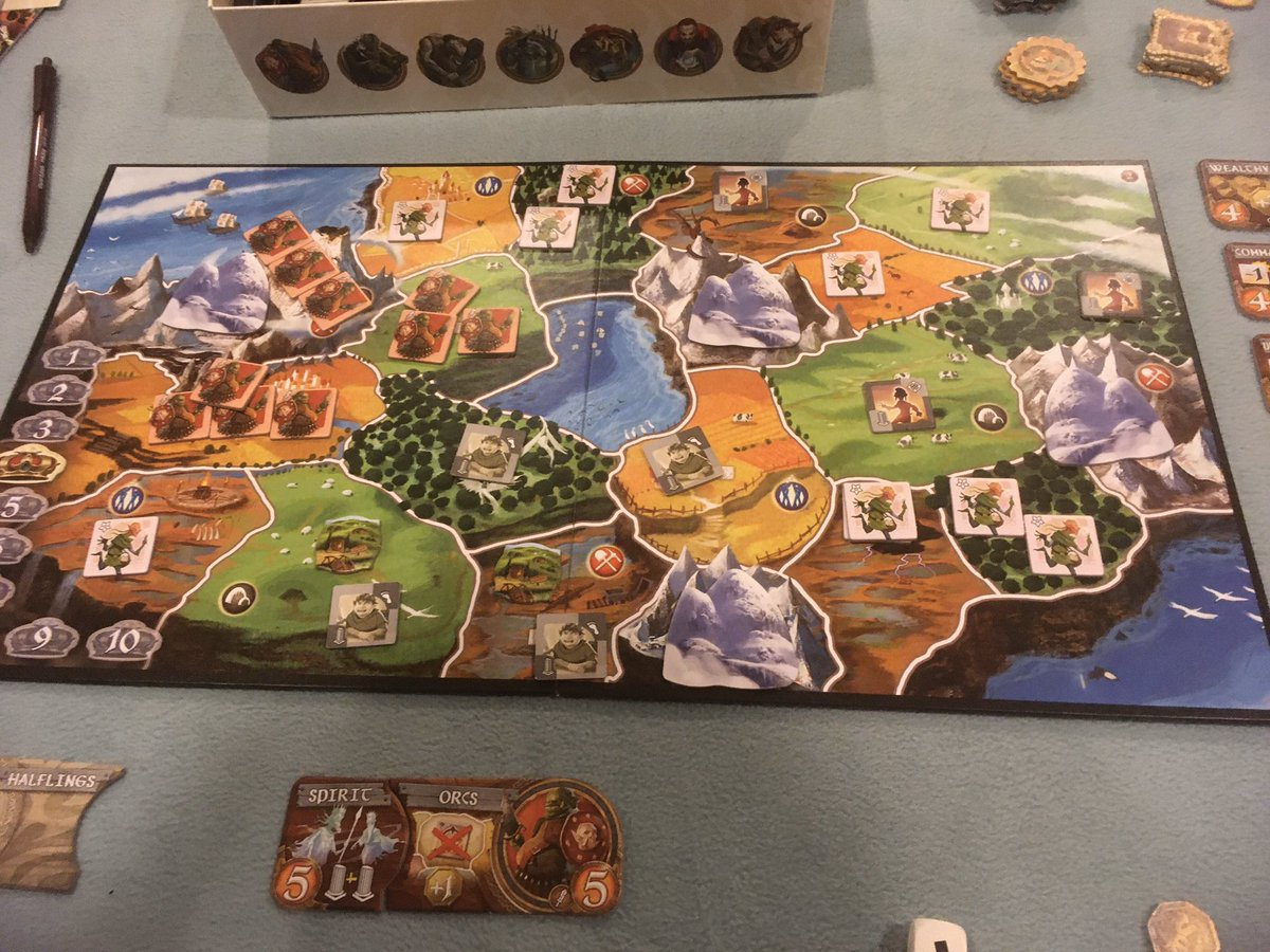 As the #heroic #halflings go into decline, the #spirit #orcs invade #smallworld @daysofwonder . #tabletopgames #boardgames #fantasy #fighting #territorybuilding #familygamenightpic.twitter.com/wnpNp8PD0A