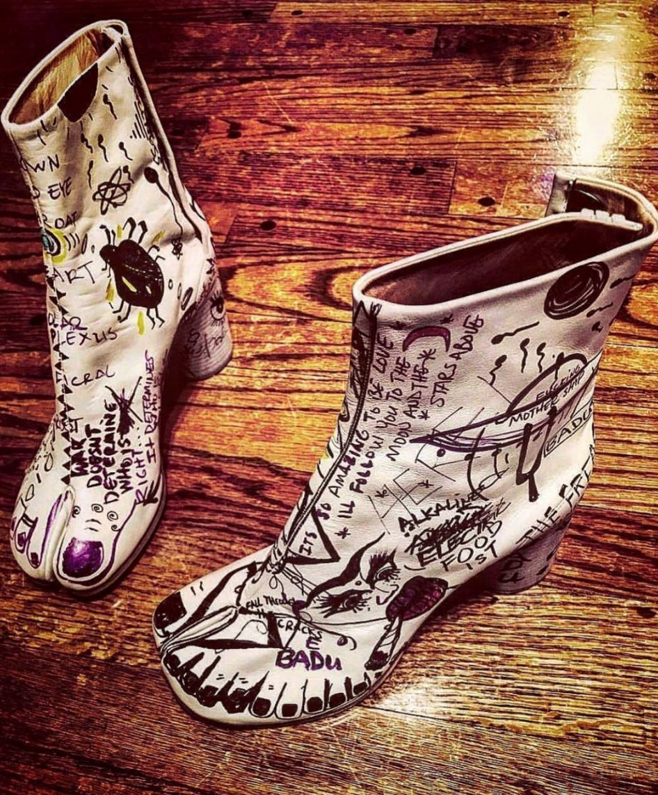.@Margiela tabis. Art by @fatbellybella.