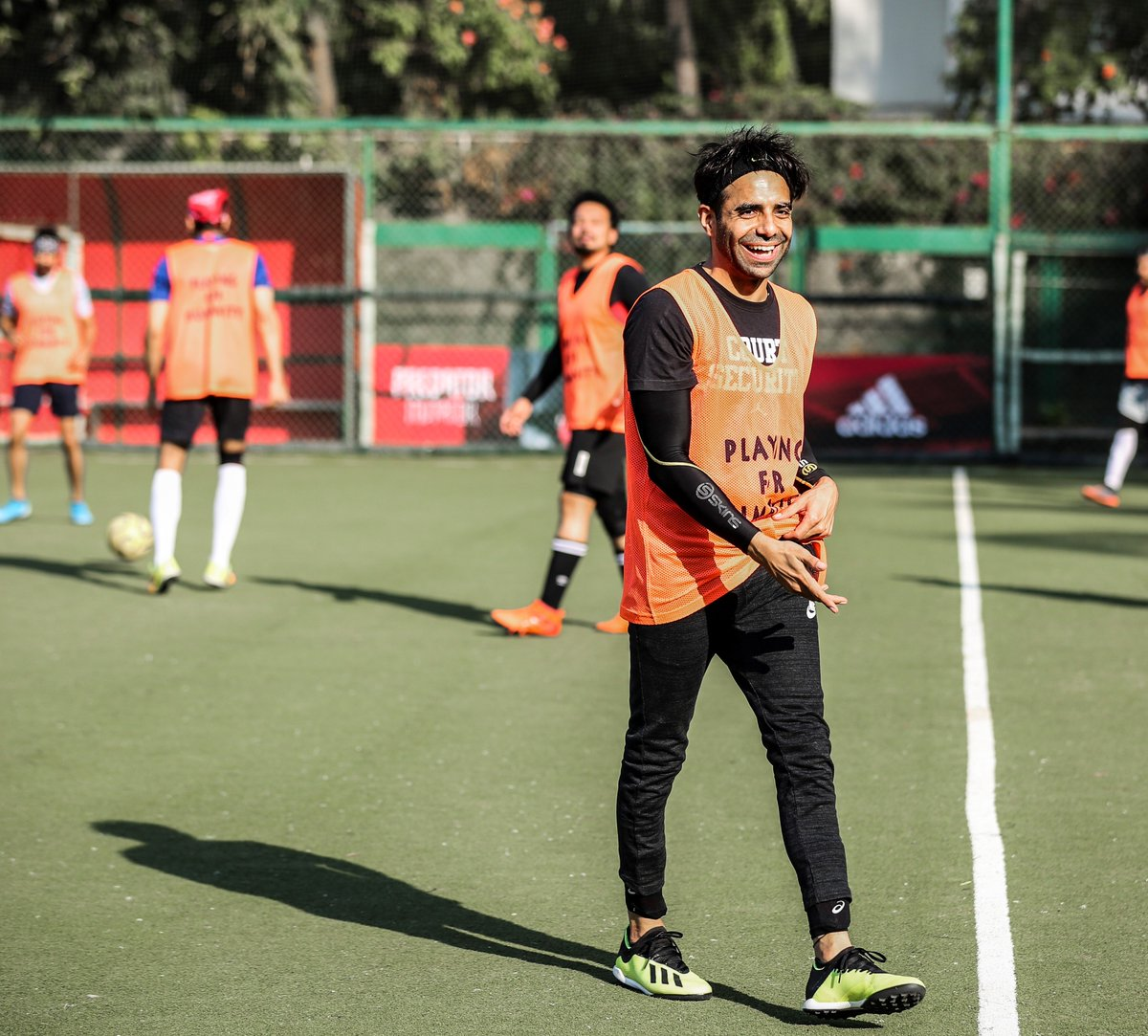 @Aparshakti's smile is as bright as the sun scorching down on him. . . #AllStarsFC #PlayingForHumanity #ASFC #Football #TheBeautifulGame #LetsPlay #Celebrities  #Bollywood #Celebspic.twitter.com/0wxSVdImvj