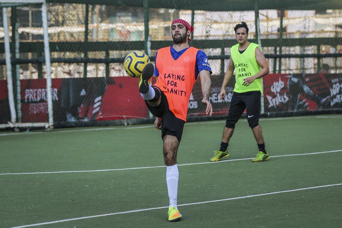 Trying to balance my week like #ArmaanRalhan . . #AllStarsFC #PlayingForHumanity #ASFC #Football #TheBeautifulGame #LetsPlay #Celebrities  #Bollywood #Celebspic.twitter.com/sD1qAsUlcd