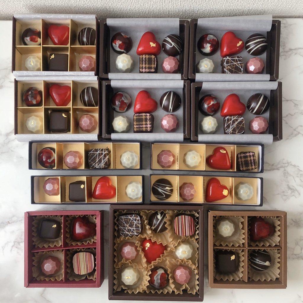 ショコラを1つ1つ箱に詰める作業は、宝石箱を完成させているみたいで心がときめく時間です…これ全部自分の手から作り出されたと思うとすごく愛おしい気持ちになる