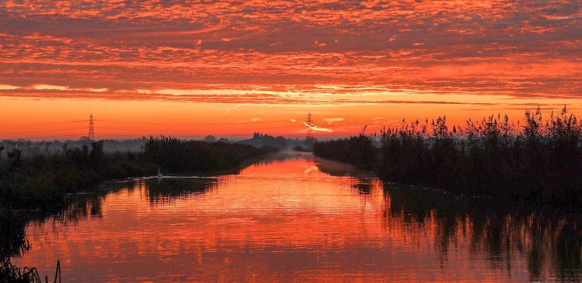 Tweet from Wicken Fen (@WickenFenNT) Wicken Fen (@WickenFenNT) Tweeted: Red sky in the morning, shepherd's warning #sunrise #ValentinesDay2020 #SaintValentin2020
