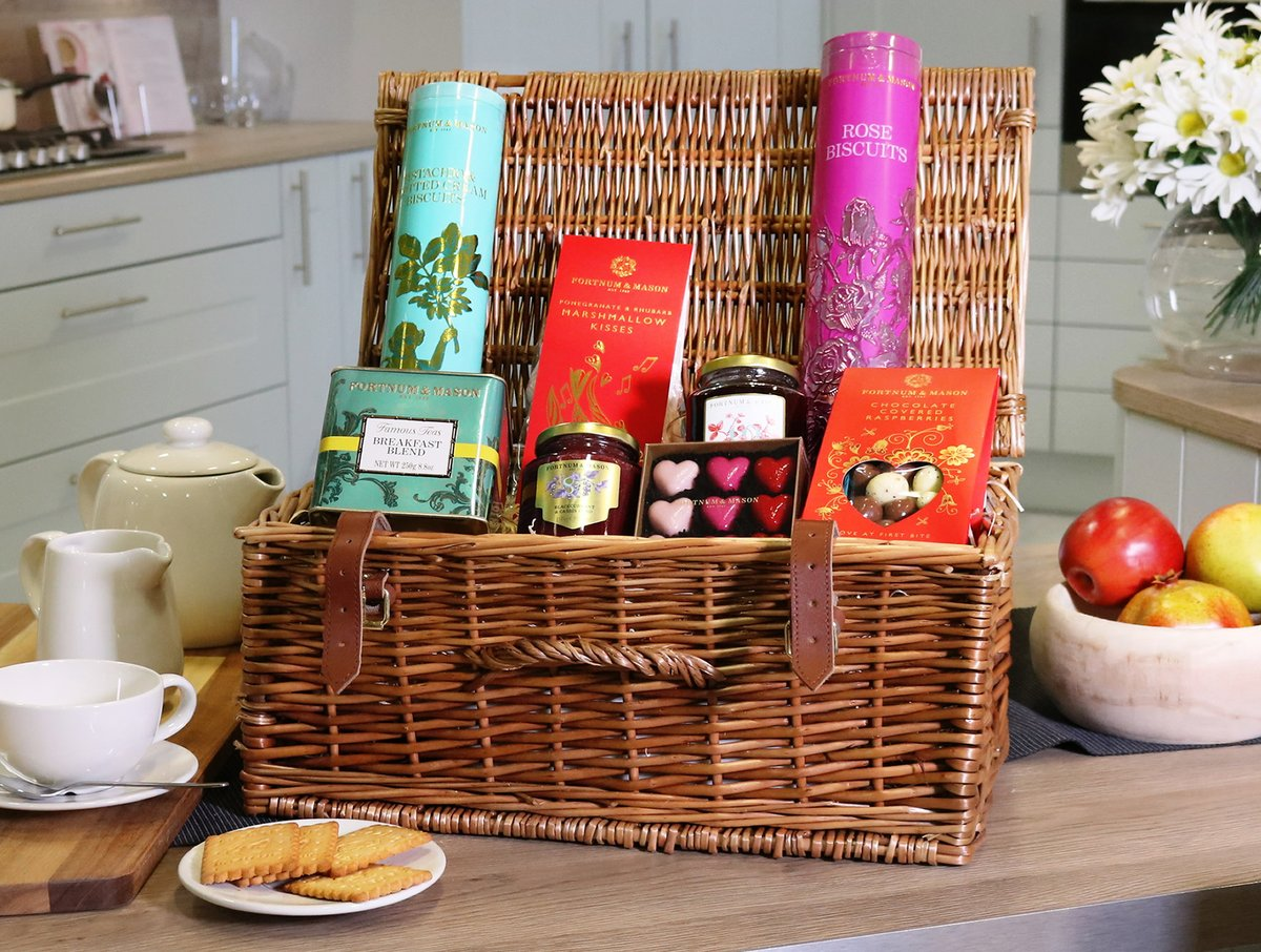 It's #FreebieFriday ! 🎉  As a Valentine's Day special, we're giving away a Fortnum & Mason 'Lovestruck' Hamper!  For a chance to win, simply like and share this post and then leave a comment to let us know who you are sending your love to this Valentine's Day. ♥️  *T&C's Apply https://t.co/StN3uZwHzf