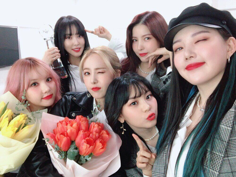 #옌니냠  [ #여친day] #GFRIEND is so happy to meet our beloved Buddy  You are forever our power Thank you for always cheering us up  Today's happiness during #Crossroads stage   Let's share the happiness together   #Crossroads3rdwin <br>http://pic.twitter.com/f0YOJ54W64