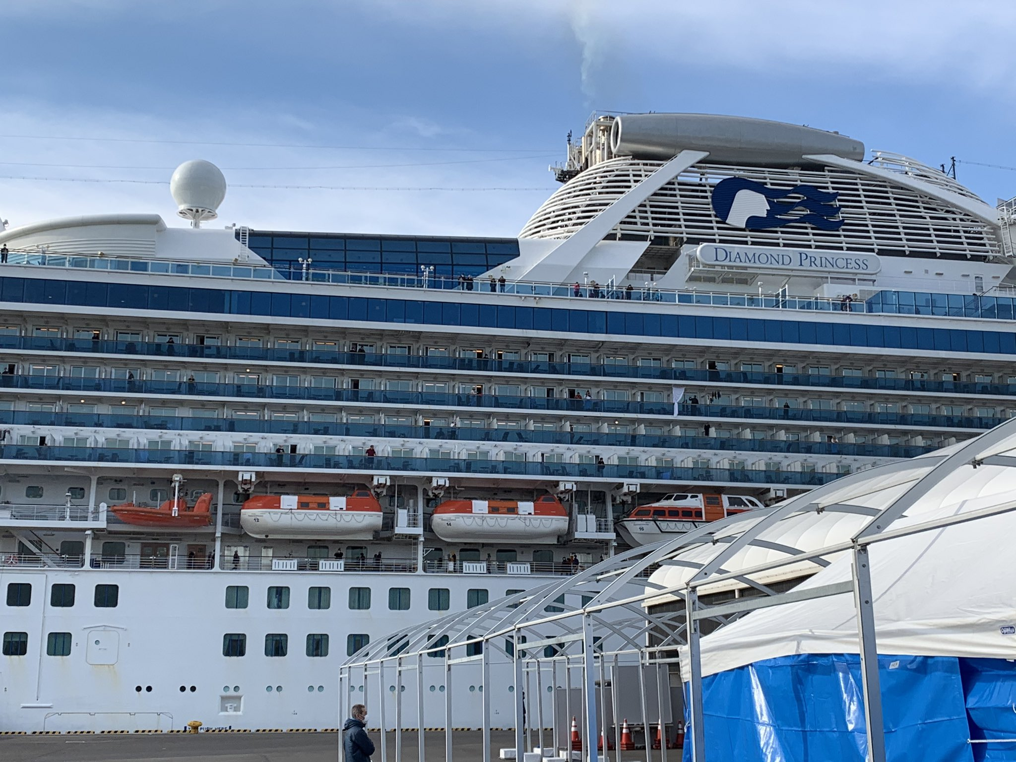 Japan Delivers 2,000 Iphones To Passengers On The 'diamond Princess' Cruise To Monitor Coronavirus Progress