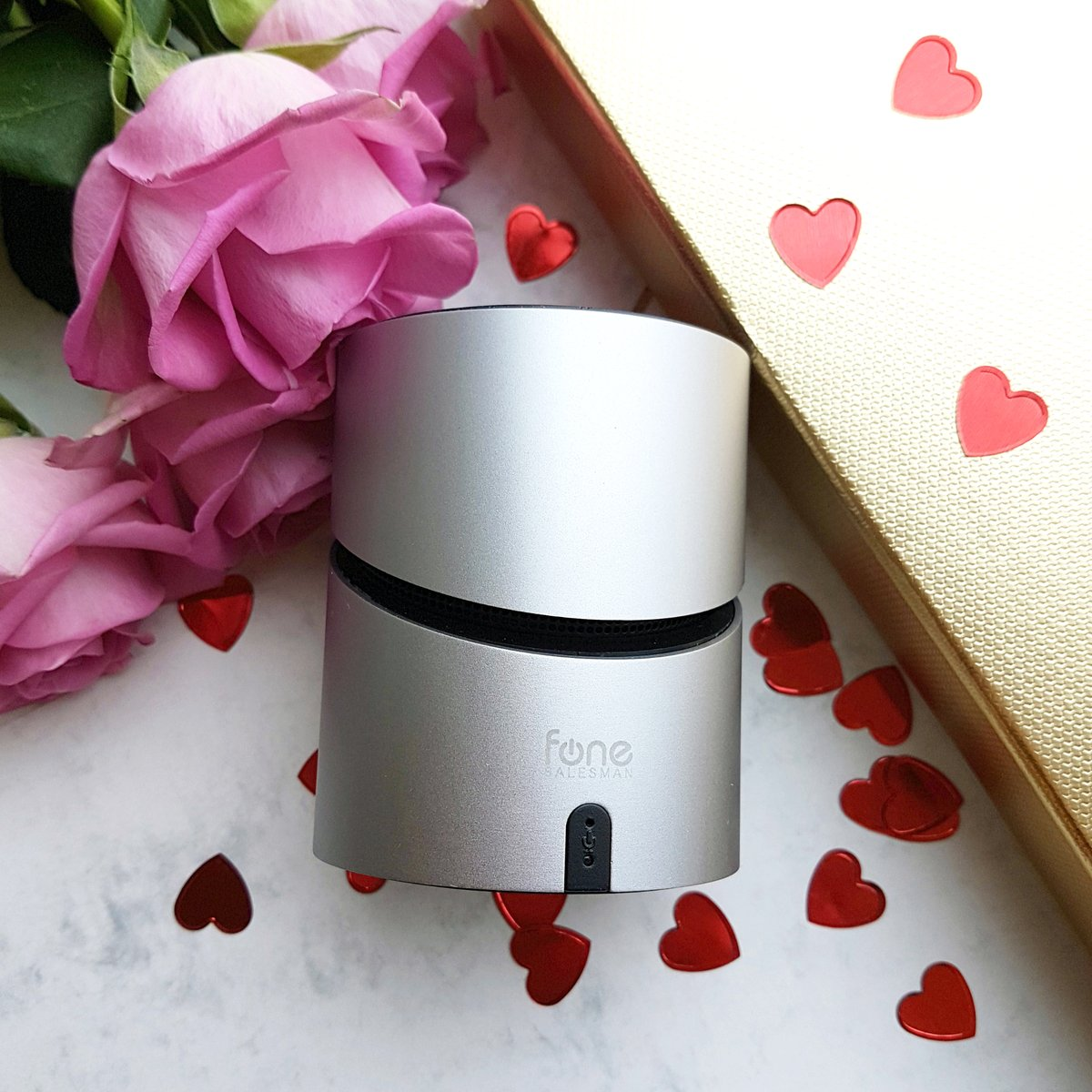 Happy #ValentinesDay from Fonesalesman   Our #MusiQi has a Bluetooth speaker for playing your favourite love songs... perfect for setting the mood #BluetoothSpeaker #WirelessCharger #TechLovers pic.twitter.com/F72yRIYkaz