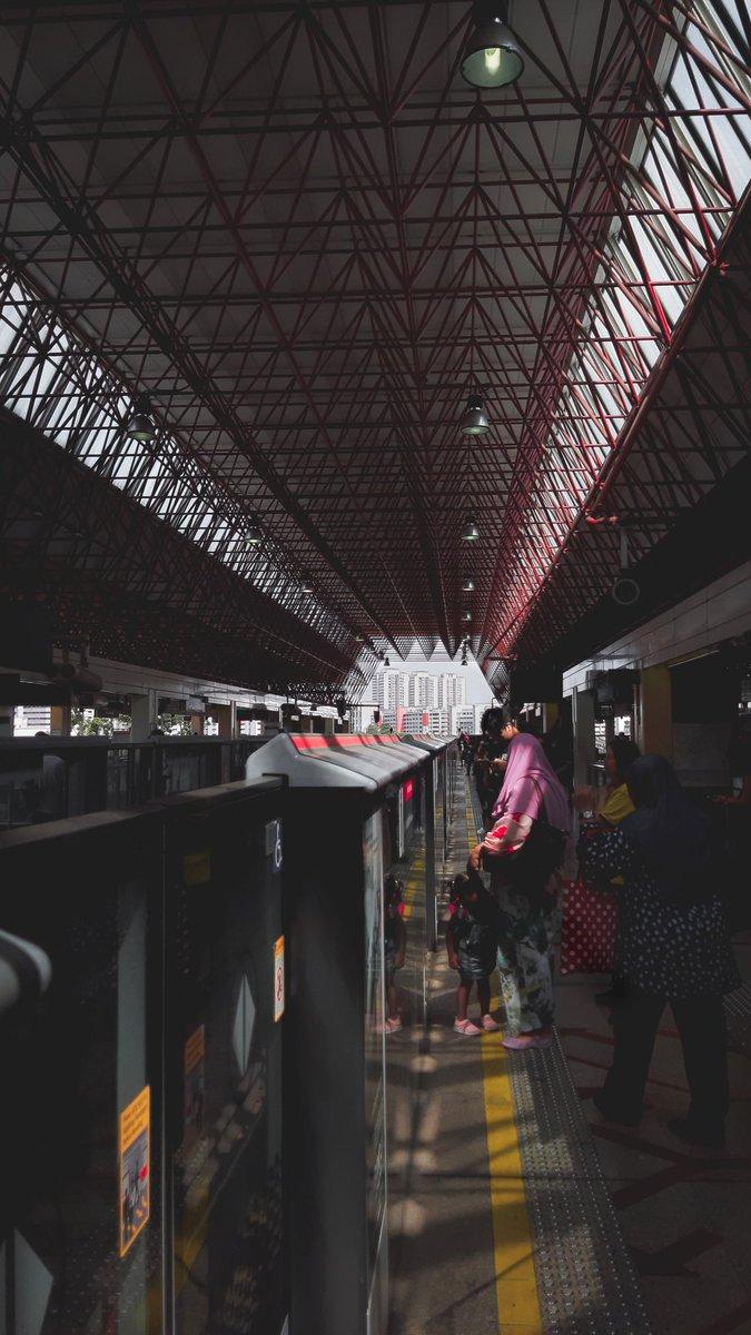 RT @KaitoShigure: Waiting.. . #lightroomedit #adobelightroom #photography #city #trainstation https://t.co/QZUlmPcRHQ
