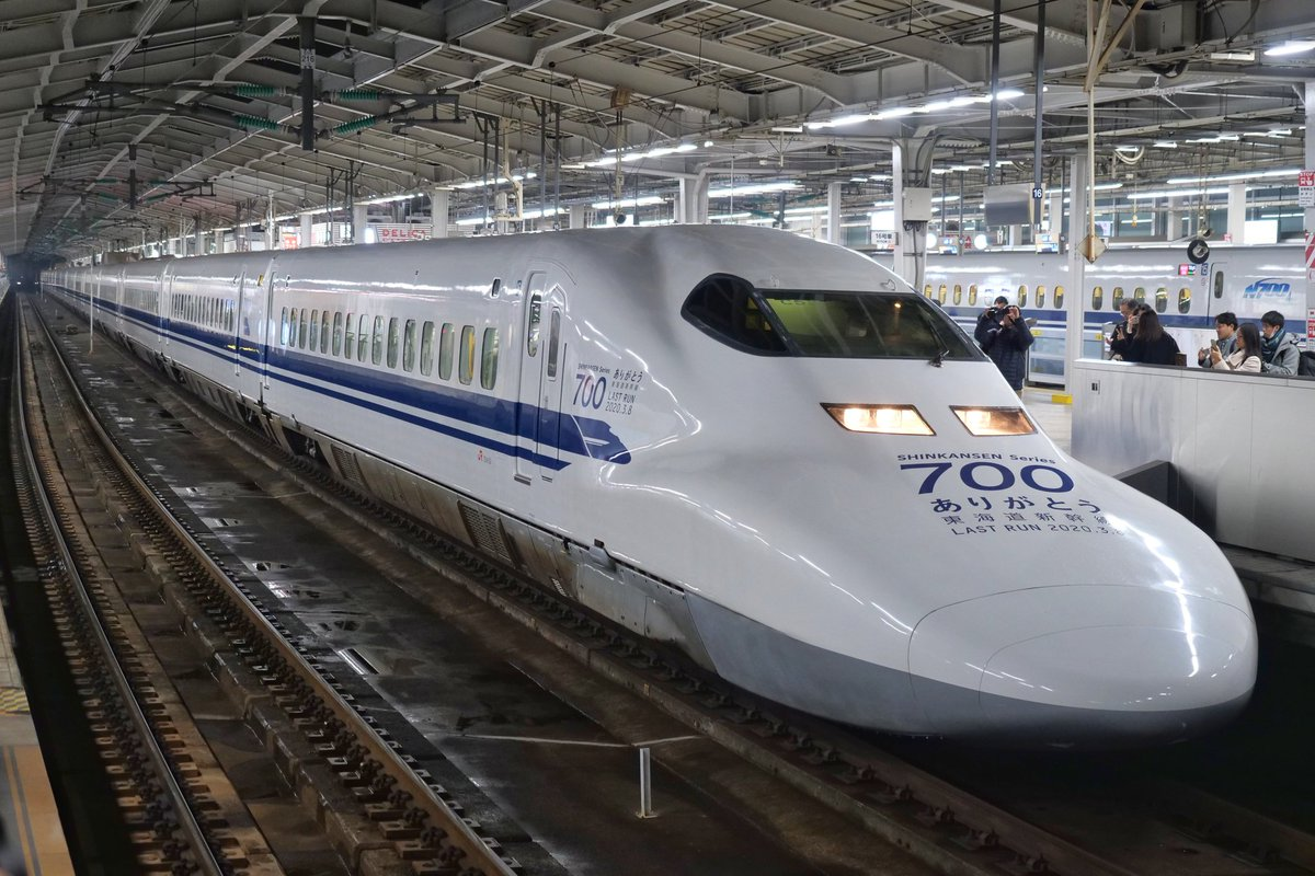 EQuwU1aU8AA28fx - 4th generation Shinkansen stock gets retired