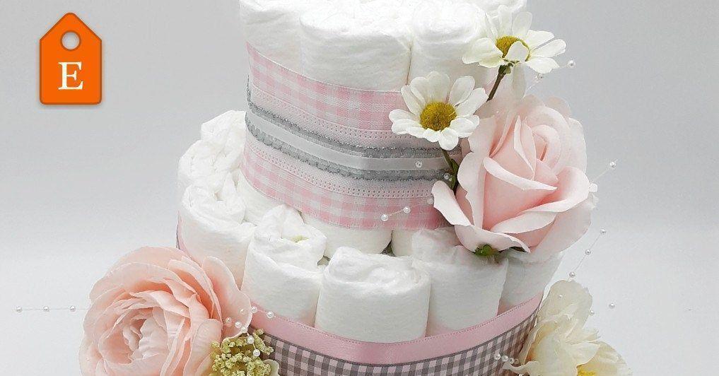 #flowercake #babyshowerdecor #centerpiece #etsyhandmade #babygirl #diapercake #diapers #babyshower #girlbabyshower #handmadelove #epiconetsy