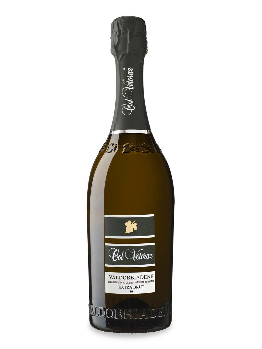 A #cena il #Valdobbiadene Extra Brut Ø 2019 @ColVetoraz che profuma di di rosa e acacia, a cui si uniscono cenni agrumati, mela e pesca. In bocca, il vino ha impatto rotondo e sviluppo continuo e saporito,