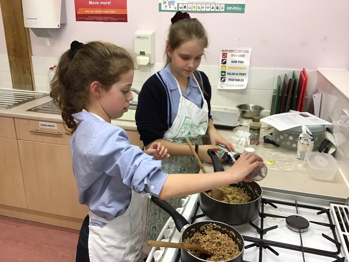 Excellent teamwork girls! #CreativeandCollaborative