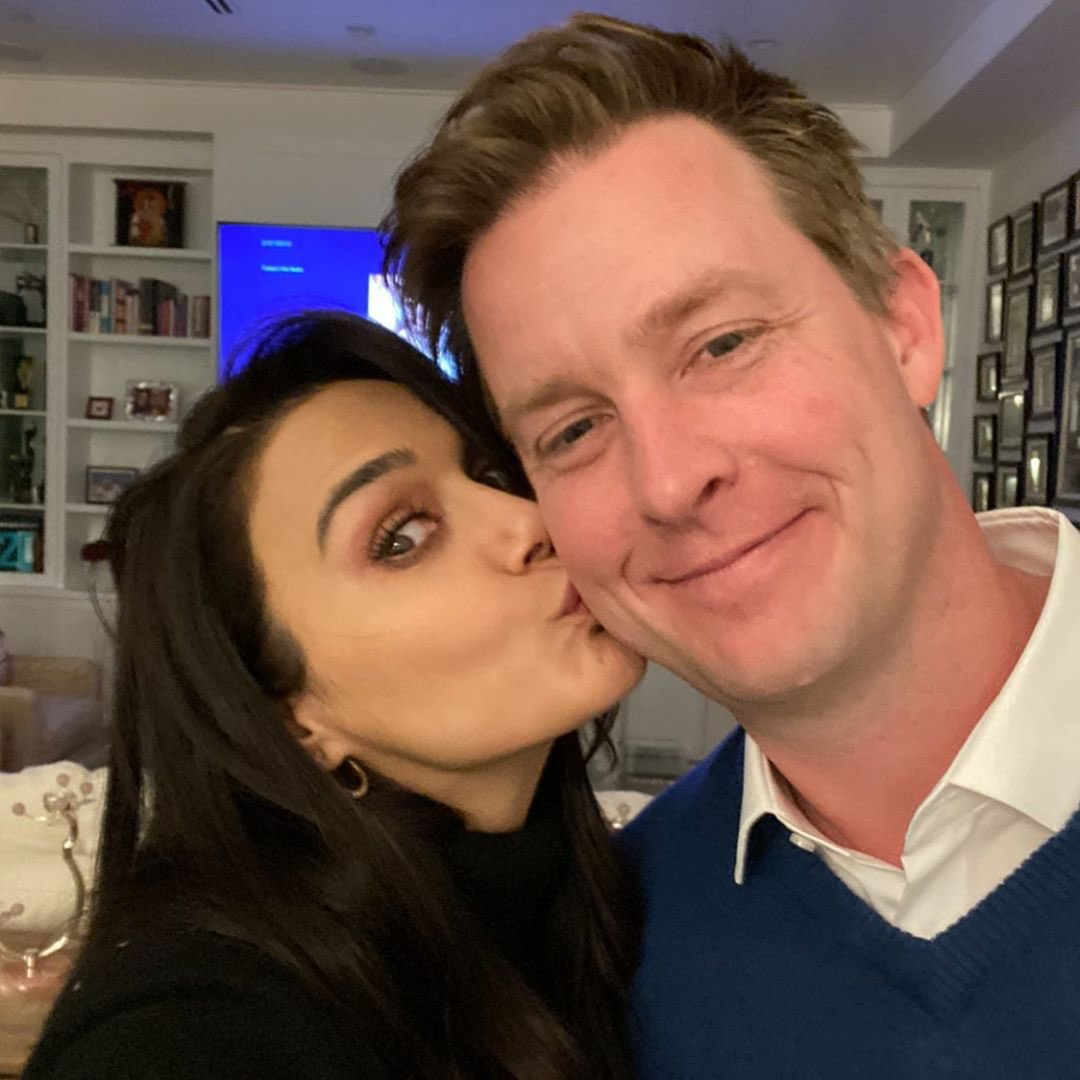 Happy Valentine's Day everyone ❤️🌈🤩🥰 #HappyValentinesday #Goodenoughvalentine #patiparmeshwar #ting ❤️❤️