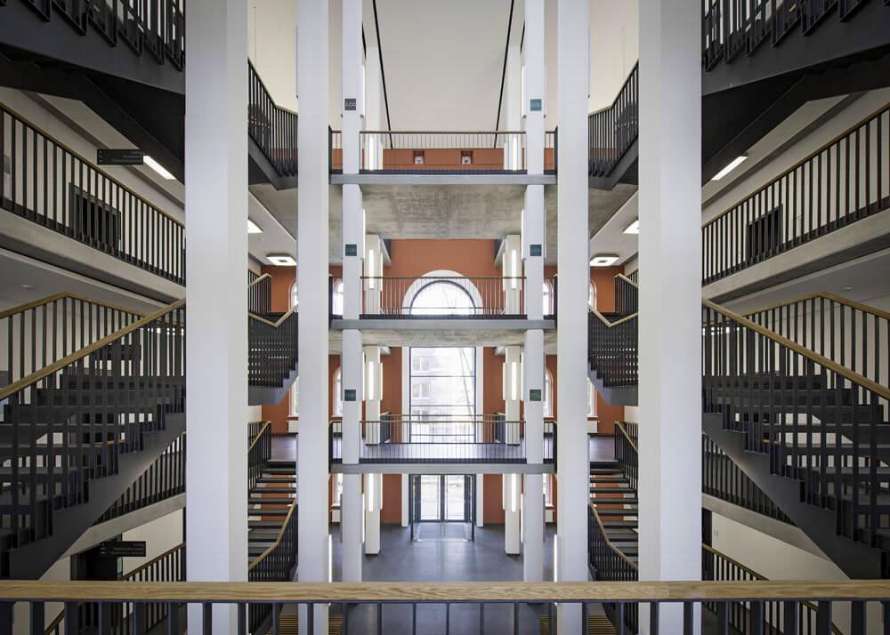 Da machen wir doch mit @stabihh! Aus unserem Archiv #staircases der @TUHH - ein Neu- und Sanierungsprojekt am Schwarzenberg: http://bit.ly/staircasetuhh #heimfeld #welovehamburg #treppenhausfreitag #staircasefriday #architektur #immobilienmangement https://twitter.com/StabiHH/status/1228234763309203457…pic.twitter.com/lpZtnUvLHF  by Sprinkenhof