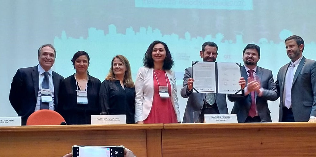 Brazilian cities & states have made their voices heard for nature, through signing the 'Carta de São Paulo' (São Paulo Charter), & all 26 state capital cities committing to join #CitiesWithNature.  More about the #BIO2020 event: https://t.co/0KQ43rL2HU #Biodiversity2020