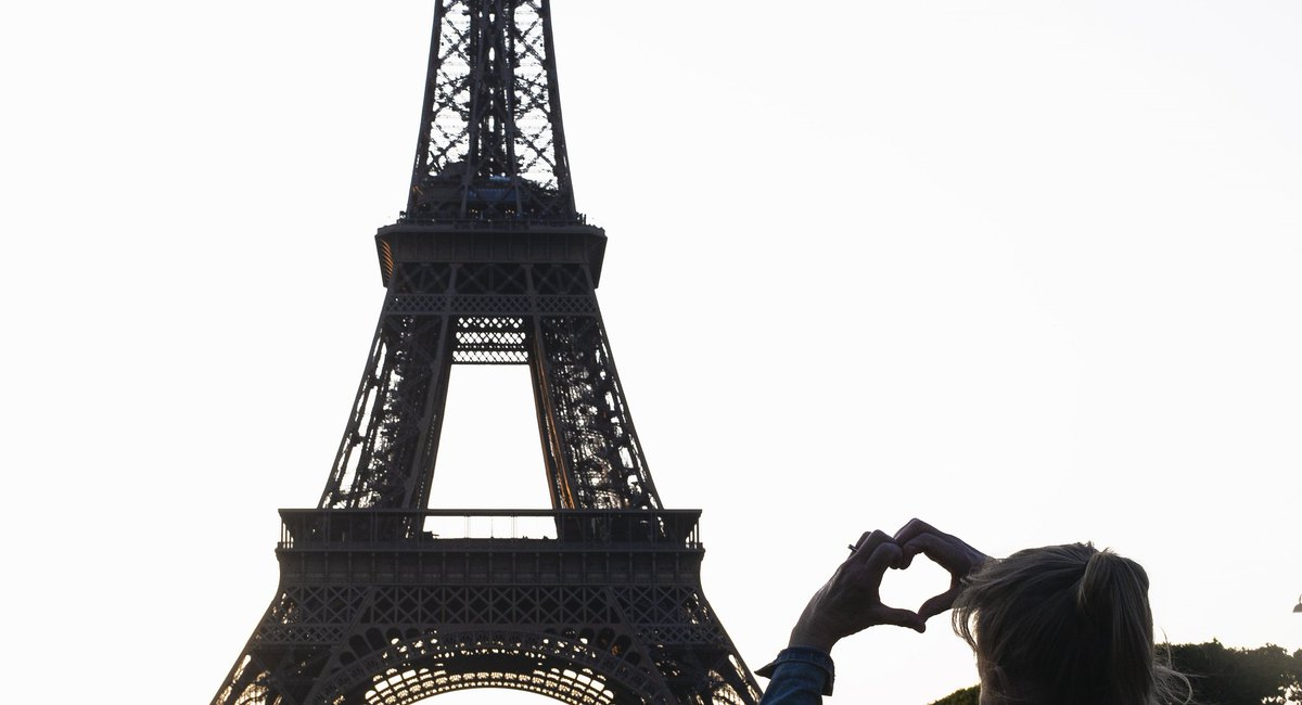 Roses are red,  Violets are blue,  You should visit France on #ValentinesDay,  And any other day too.   #HappyValentinesDay #ValentinesDay2020 #SaintValentin <br>http://pic.twitter.com/gqWmq1Gp5q