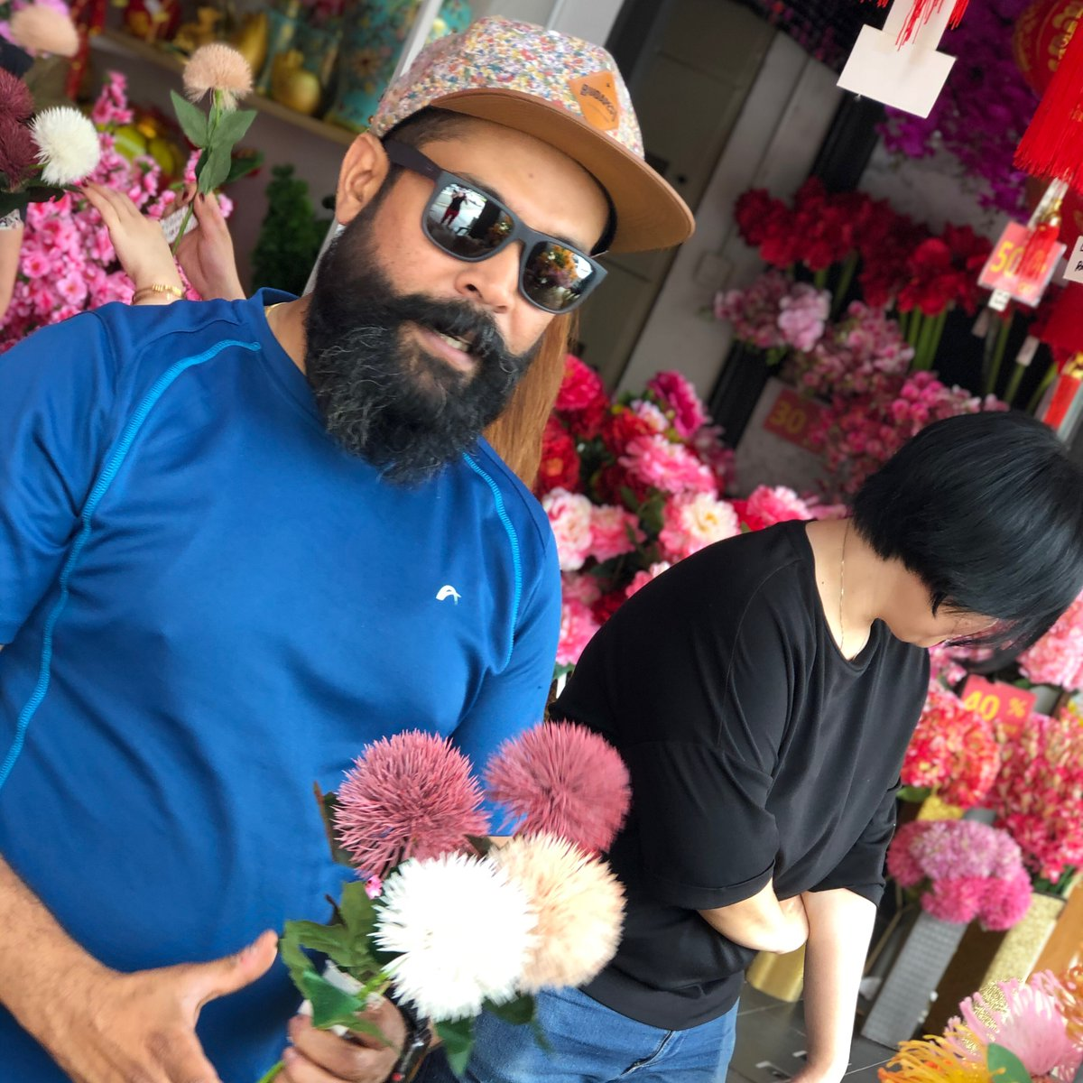 To be honest, we are not very mushy. But celebrating love is something, we can get behind!   Abhishek picked out these flowers from the Brickfields neighborhood in Penang & now we can look at them every day.   #kualalampur #Indiandiaspora #urbanmalaysia #urbanbackpackingpic.twitter.com/GRjycLqi1L