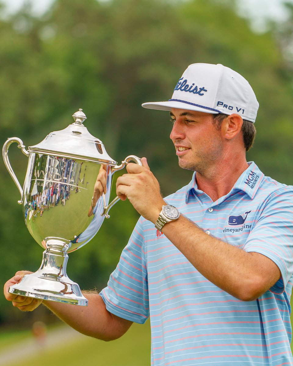 Find someone who looks at you the way @JT_ThePostman looks at the Sam Snead trophy 😍 Happy Valentine's Day!