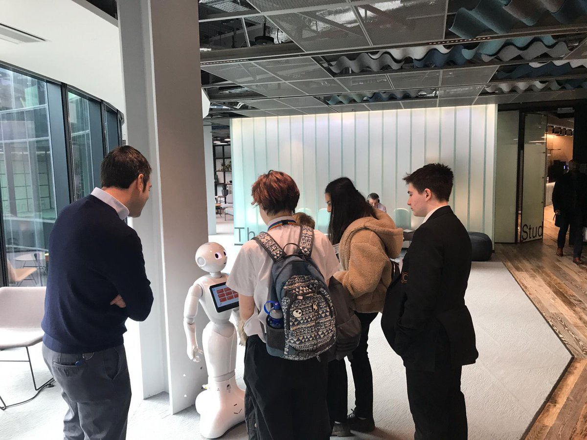Students from #Crawley #BetheChange programme are getting to know Peppa, our friendly tablet who lives in our #MoreLondon #Frontier space! #SouthEastAhead #technology #WorkforceOfTheFuture pic.twitter.com/SjJLiseaEJ